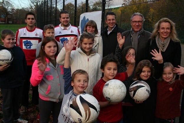 Günther J. Piff, Vorstandsvorsitzender der ADELTA.FINANZ AG zu besuch beim Fußballtraining von KIDsmiling.