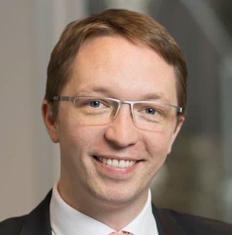 Manuel Scheffler, Vertriebsvorstand der ADELTA.FINANZ AG, spricht im Lackiererblatt über Factoring für Kfz-Werkstätten, Factoring für Gutachter und Factoring für K + L- Betriebe.