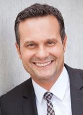 Stephan Schneider, Vertriebsleiter Möbilität bei der ADELTA.FINANZ AG mit Ihrer Dienstleistung - Factoring für Kfz-Werkstätten.
